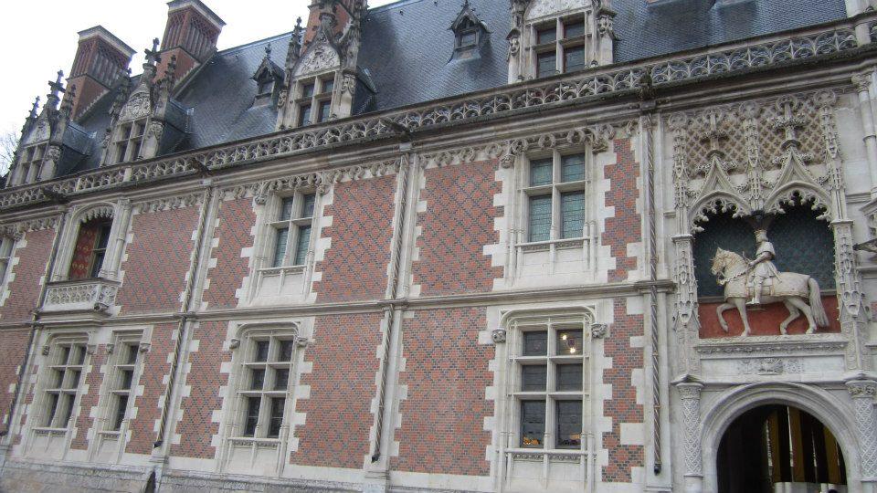 Façade brique, chateau de Blois