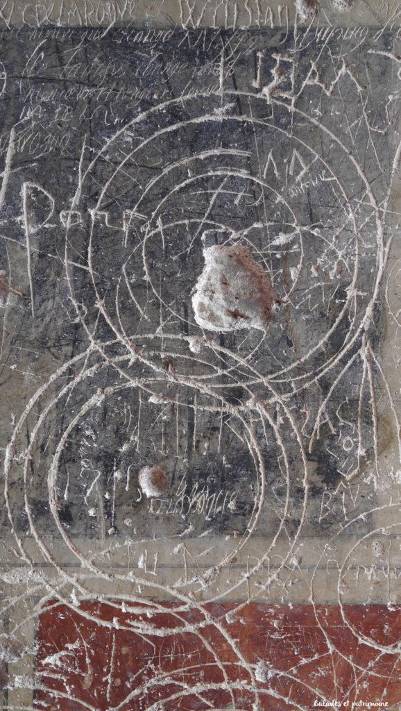 Symbole et graffitti-salle de garde laroque Toirac