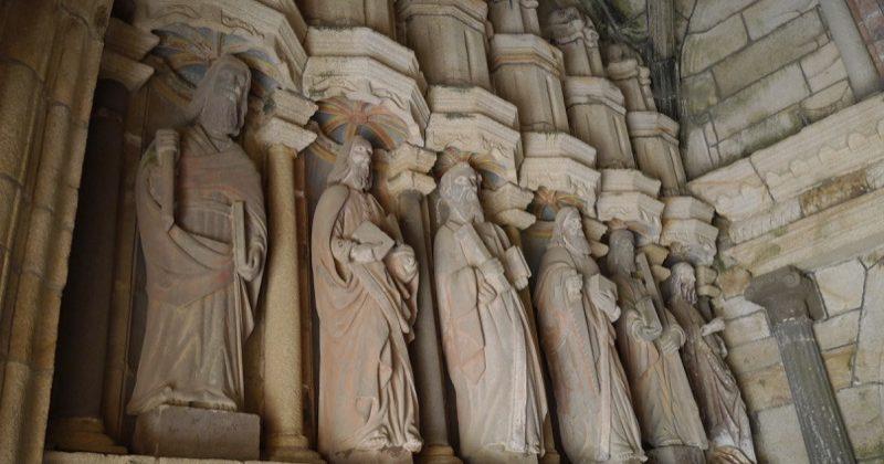 statues apôtres