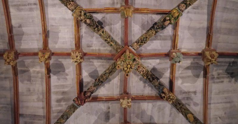 décoration sablières et clé de voûte