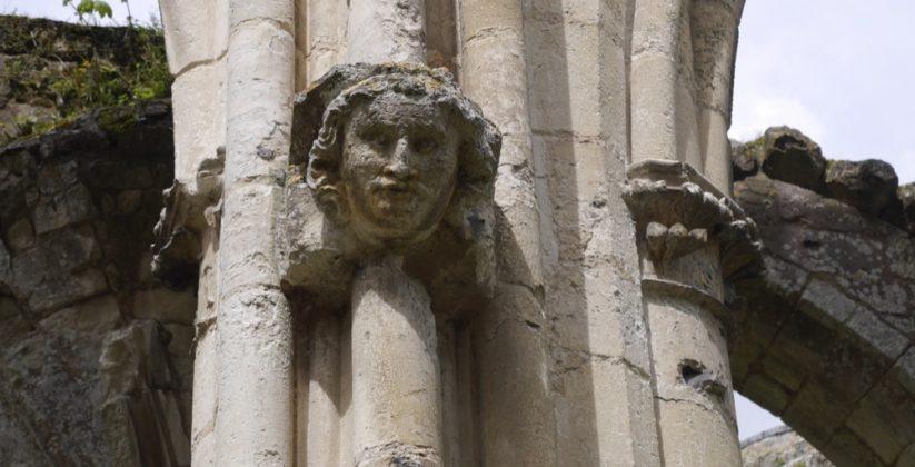 Détail figure médiévale