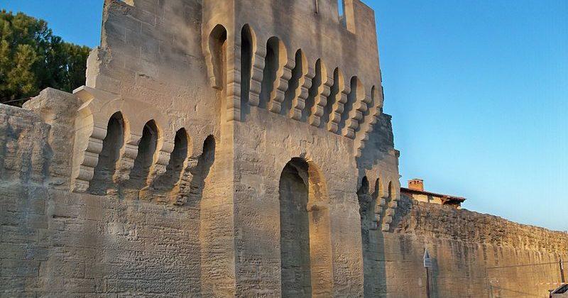 Porte forteresse avignon