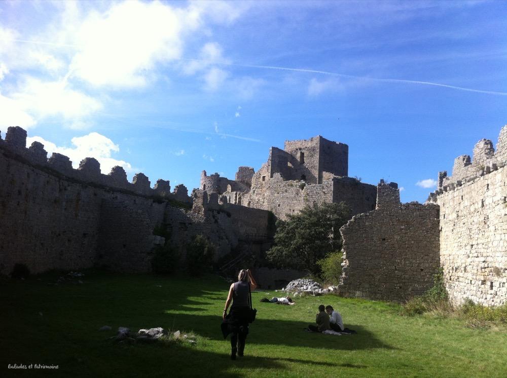 cour château féodal